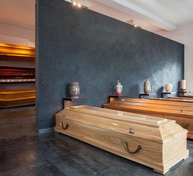 cercueil doit avoir au moins 2 poignées, en plastique ou en acier
